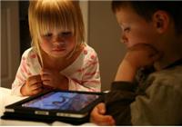 """被屏幕绑架的你,要怎么给孩子一个""""互联网童年""""?"""