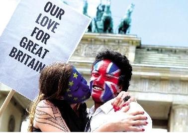 脱欧公投打击英国人民 消费者信心跌至三年最低