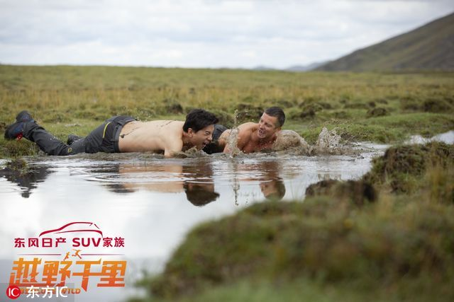 李彦宏脱了衣服身材竟这么有料 滚泥塘裸身过河(组图)