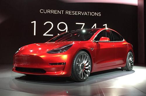 Model 3上市在即,特斯拉筹资近12亿美元