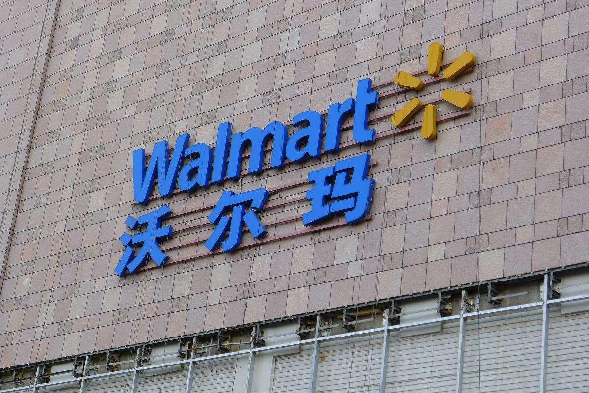 一天沃尔玛再关在华两店 外资超市干不过中国人?