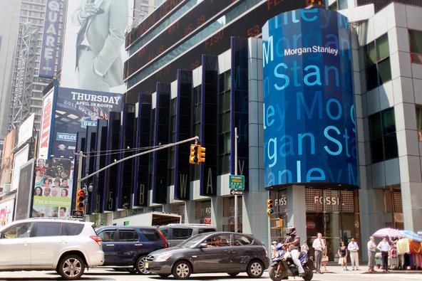 华尔街的银行每年夏天都要举办夏季课程,意图没那么简单