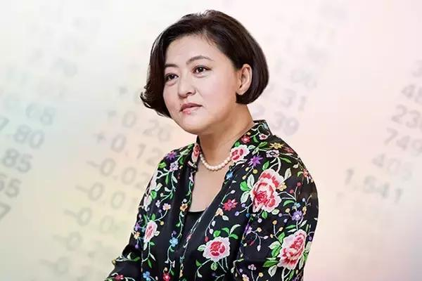丁磊和刘强东当年抱的就是她的大腿,她造就了十几家上市公司,还帮助三位企业家成功登上福布斯百富榜