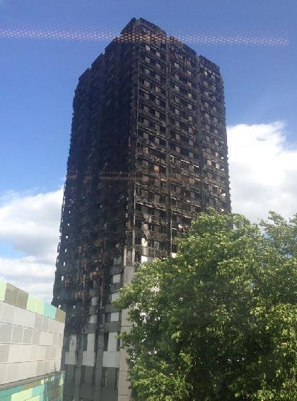 伦敦大火,当时在Grenfell Tower 22楼的我们是唯一的幸存者!